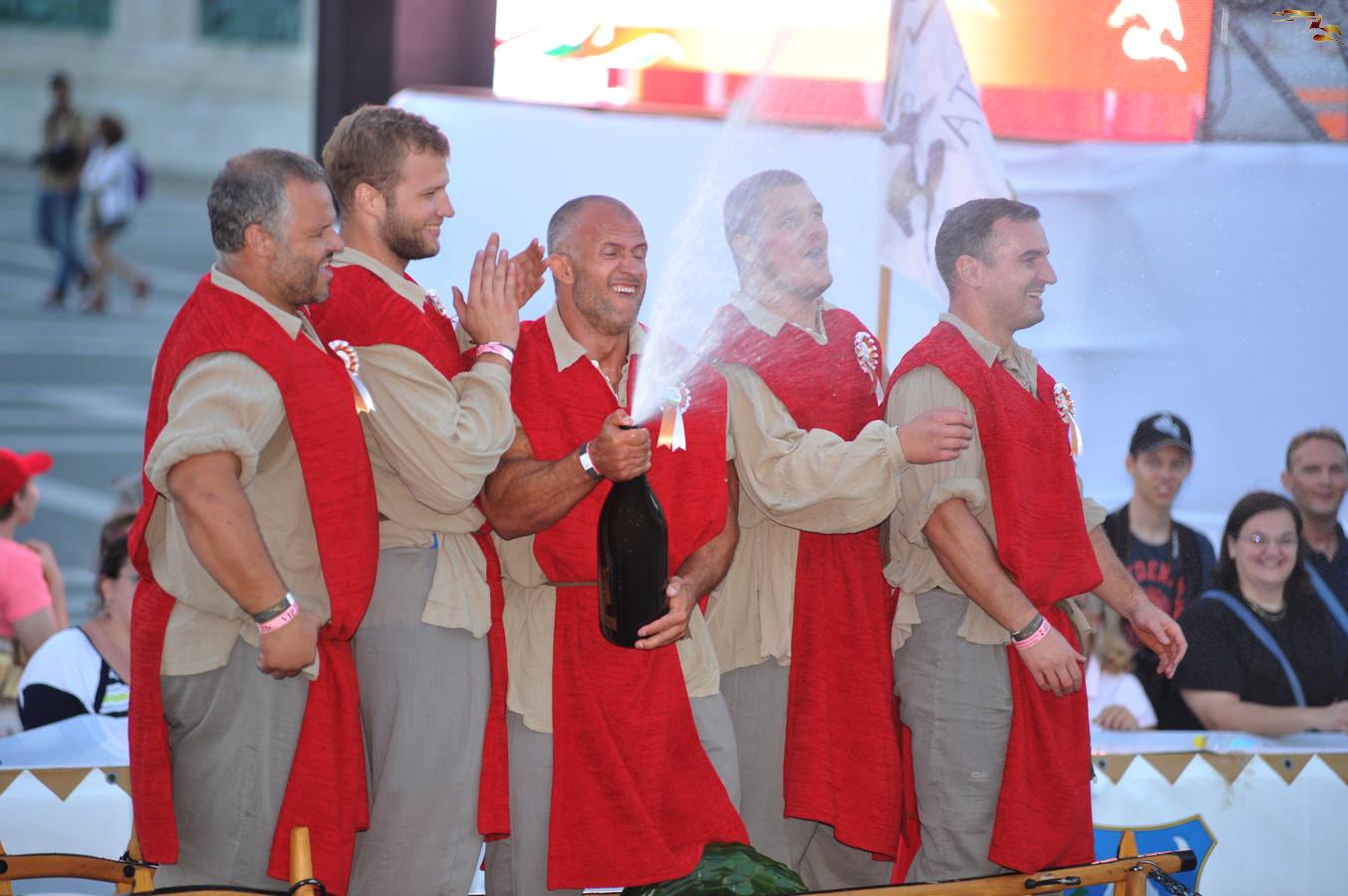 Kocsitolásban is nyerők: Pezsgővel ünnepelt a magyar amerikaifutball-válogatott