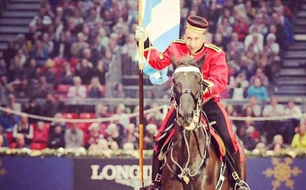 A brit királyi lovasság egyik tagja is versenybe száll a Nemzeti Vágtán
